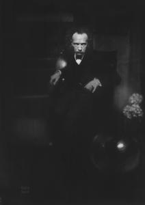 edward-steichen-le-musicien-richard-strauss-1904-1906-c3a9preuve-agrandie-sur-papier-prc3a9parc3a9-au-charbon-et-c3a0-la-gc3a9latine-46-7-x-32-7-cm-new-york-the-metropolitan-museum-of-2