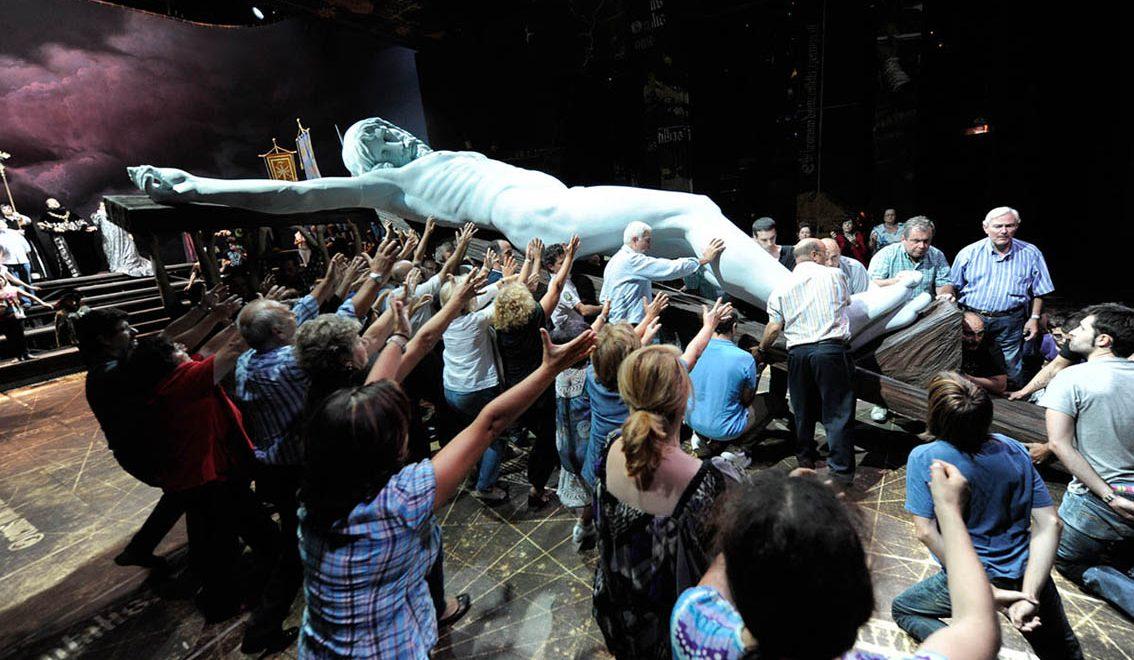 """Ensayando """"Don Carlos"""": muchos pares de brazos"""