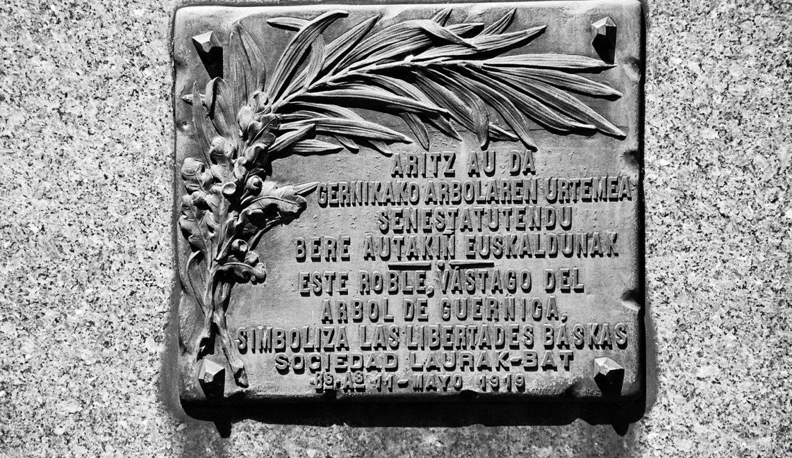 Laurak Bat: 140 años de raíces y destinos